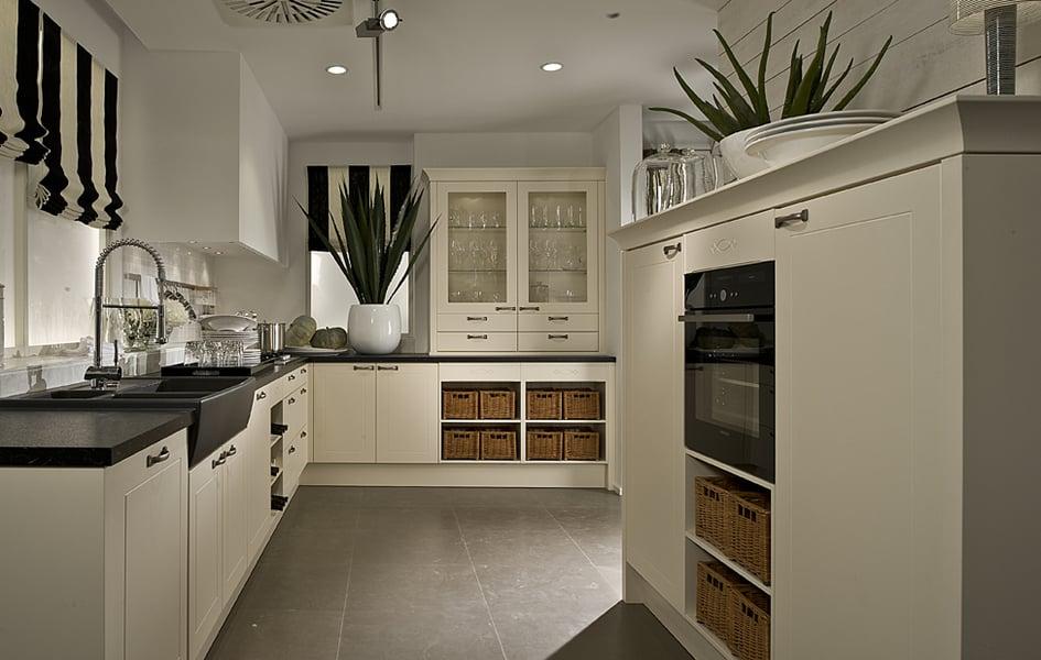 Landhaus home living moderne k chen nach ma bozen for Cuisine hacker